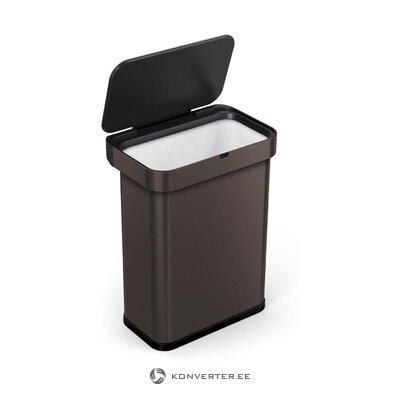 Tumma harmaa roskakori linda (yksinkertainen ihminen)